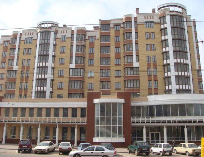 Жилой комплекс по адресу: ул. М.Горького, 20 (ПВХ окна, фасадное остекление из алюминиевого профиля, облицовка фасада керамогранитом.)